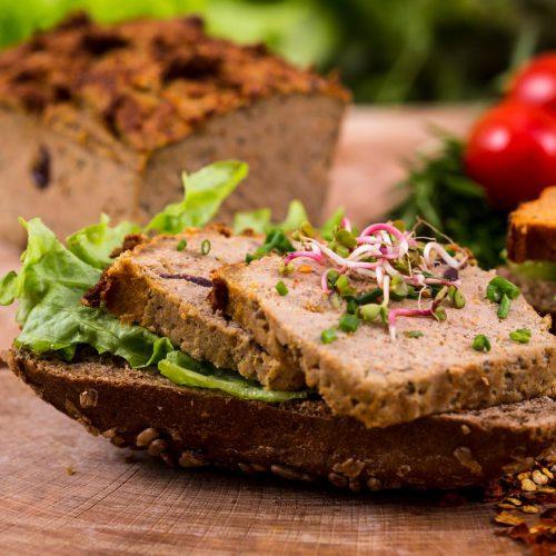 pasztet z dziczyzną na kromce chleba